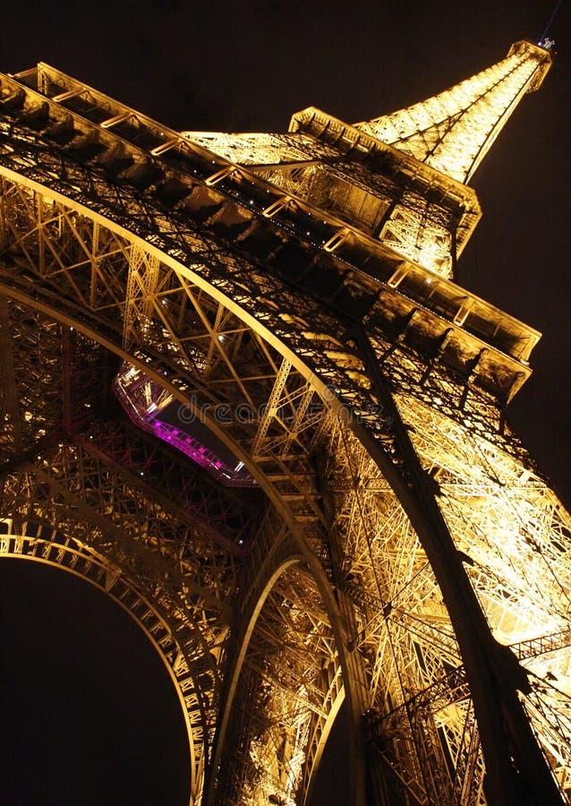 för eiffel för closeup diagonalt paris natt torn arkivfoton