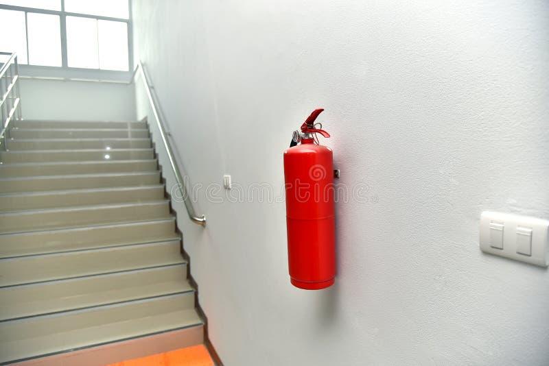 för eldsläckarebrand för bakgrund 3d isolerad white bild arkivfoto