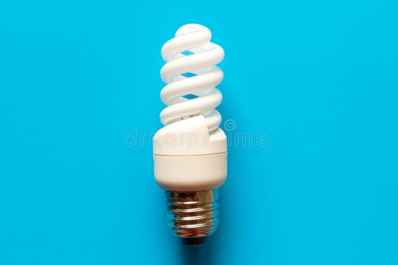 för energilampa för bakgrund blått sparande close upp Begreppet av royaltyfria foton