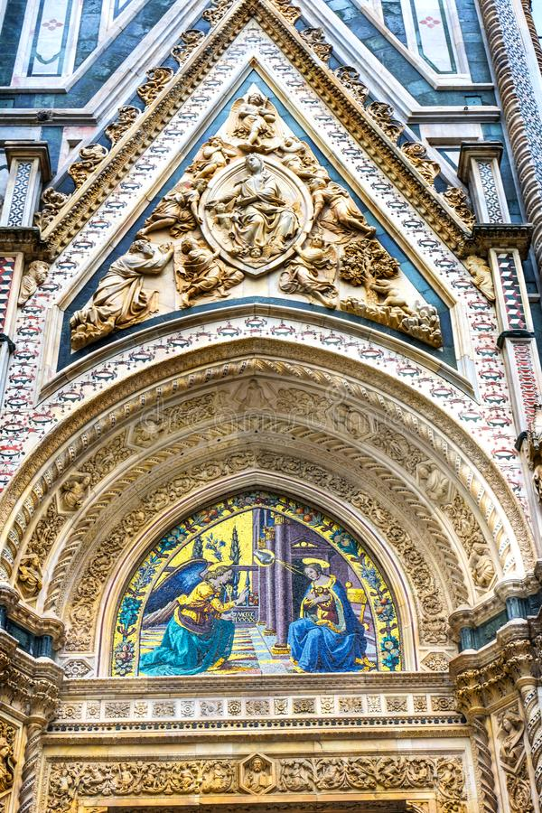 För fasadDuomo för förklaring mosaisk domkyrka Florence Italy arkivbild