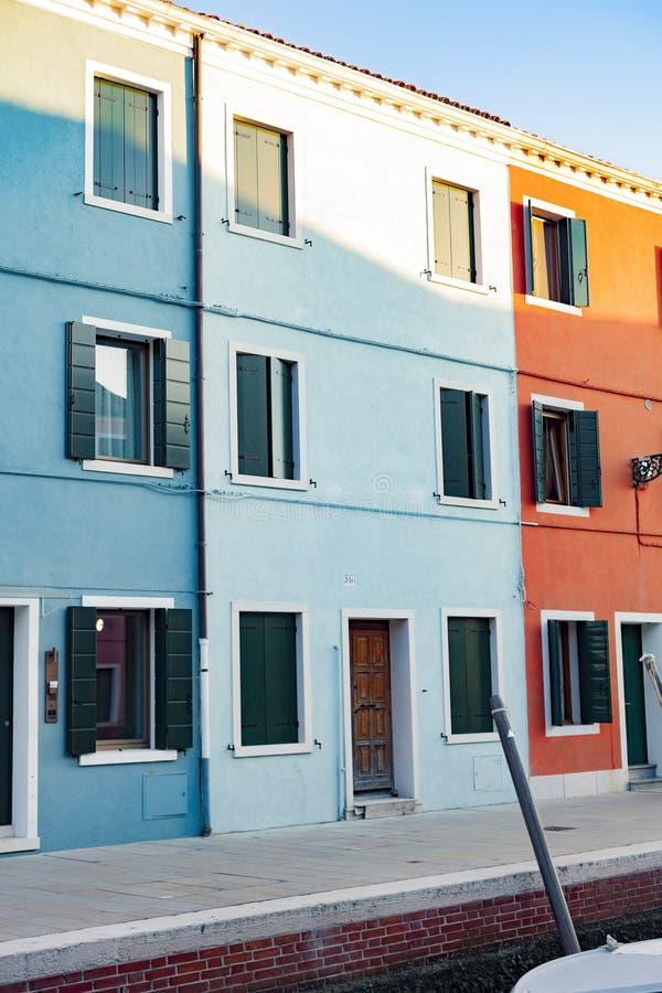 By för fiskare` s av Burano, Venedig, Italien royaltyfri bild