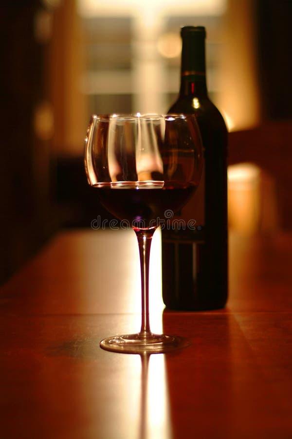 för flaska natt sent - arkivbild