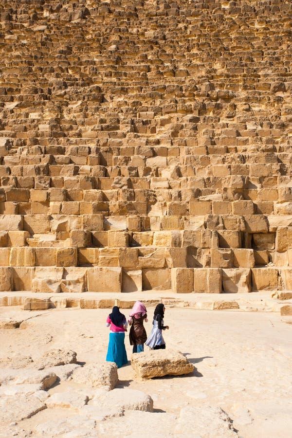 för flickakhufu för base cheops egyptisk pyramid royaltyfri fotografi