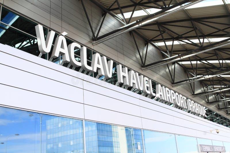 för flygbussflygplats för 2012 a319s som april upptagen tjeck tankar för funktionsprague för jordning den internationella tankfar arkivfoton