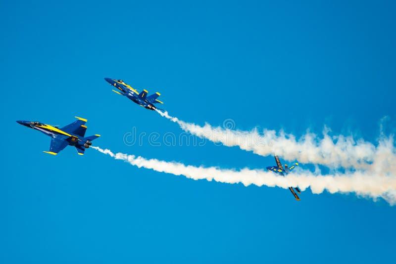 För flygdemonstration för blåa änglar avskiljande arkivbilder