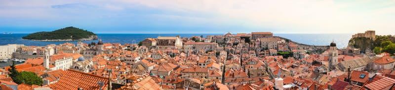 För fortifieodstad för panorama gammal Dubrovnik Kroatien, royaltyfria bilder