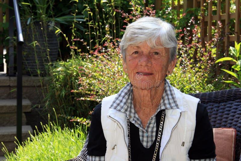 för fotopensionär för 93 lady gammalt år royaltyfri fotografi