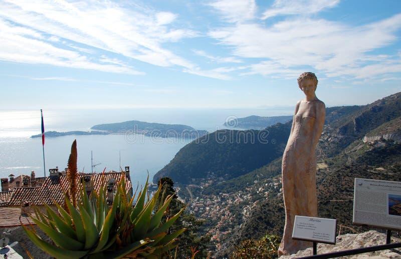 för france för härlig eze kvinna trädgårds- staty fotografering för bildbyråer