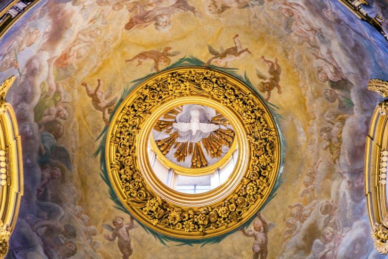 För freskomålningkupol för helig ande tak Santa Maria Maddalena Church Ro royaltyfri fotografi