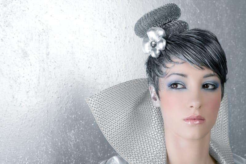 för frisyrmakeup för fahion futuristic kvinna för silver fotografering för bildbyråer