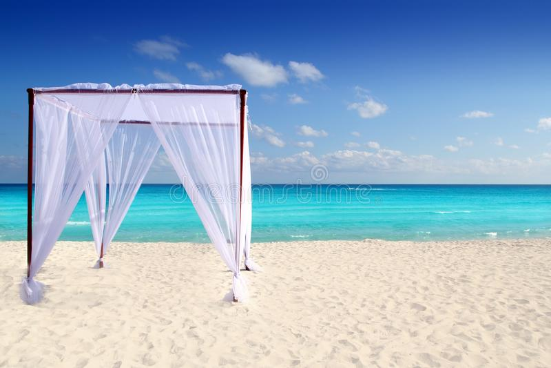 för gazebomassage för strand karibiskt bröllop royaltyfri fotografi
