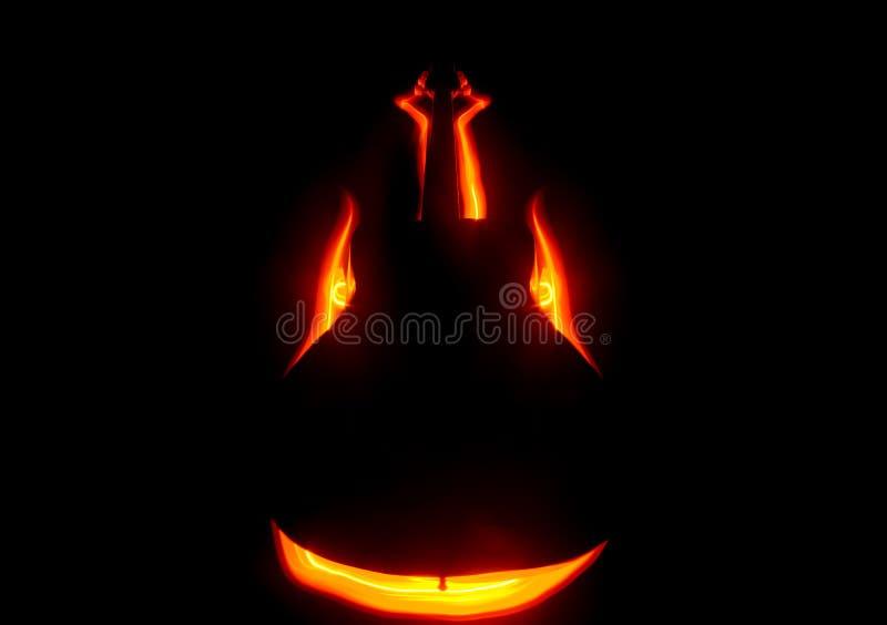 för gitarrillustration för begrepp elektrisk musik Akustisk gitarr som isoleras på en mörk bakgrund under stråle av ljus med rök  arkivfoton