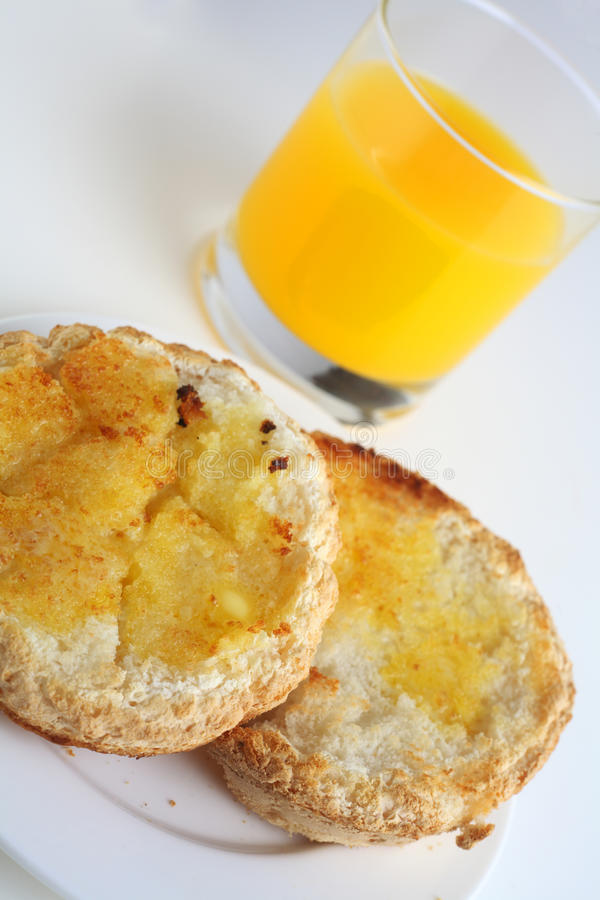 för glutenfruktsaft för bröd rostad fri orange royaltyfri bild