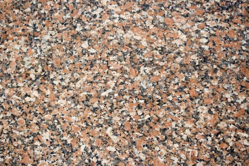 F?r granitsten f?r l?nnl?v r?d bakgrund Prickig r?d och svart kul?r granittextur arkivfoton