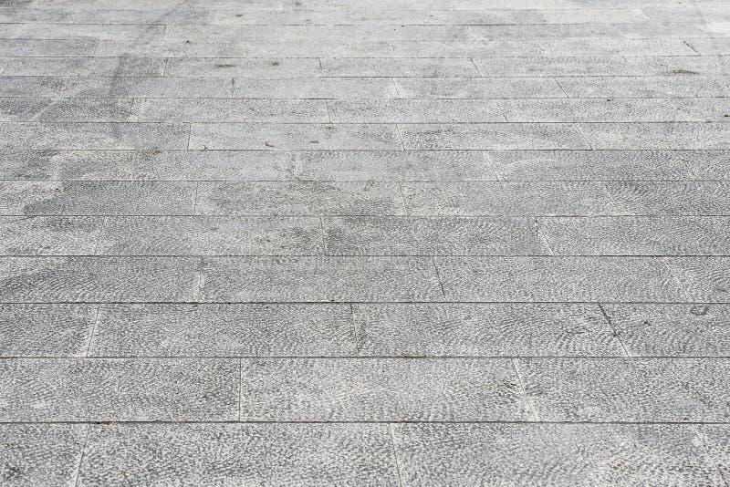För granitterrass för smutsig yttersida gamla tegelplattor royaltyfria foton
