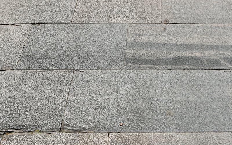 För granitterrass för smutsig yttersida gamla tegelplattor royaltyfri fotografi