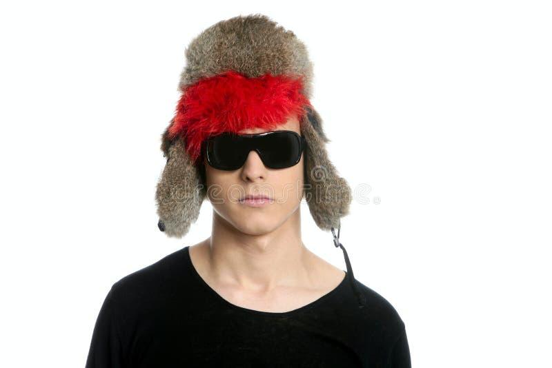 för grungehatt för pojke vinter för snow för galen look modern arkivfoto