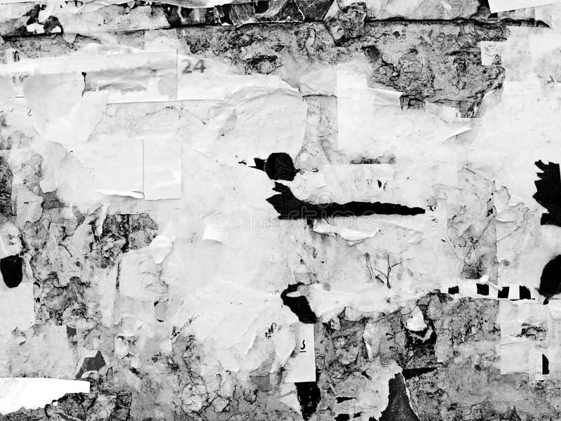 För Grungeväggar för tappning knövlade gammalt skrapat annonserande papper för affischen för affischtavlan sönderrivet, stads- ba royaltyfri foto