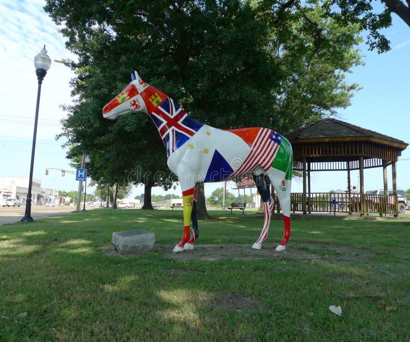 För hästsida för 14 flaggor sikt, Sallisaw, reko konst för huvudsaklig gata royaltyfri fotografi