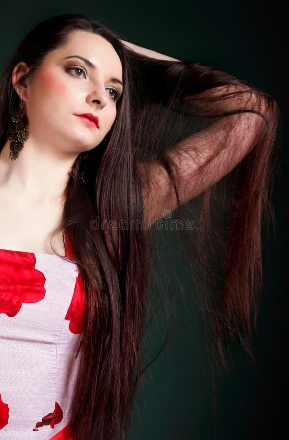 För hårsmink för kvinna rakt långt posera arkivfoton