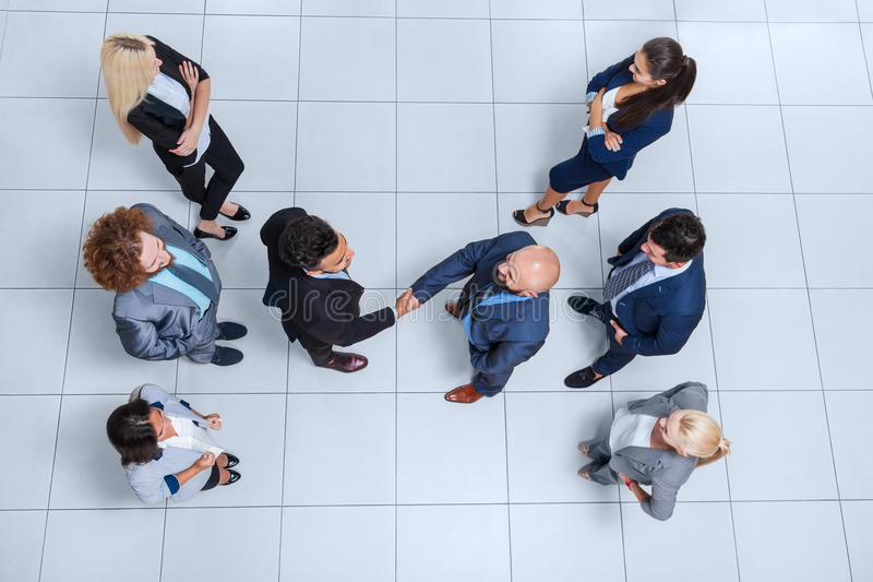 För Hand Shake Welcome för framstickande för grupp för affärsfolk sikt för bästa vinkel gest, Businesspeople Team Handshake arkivbild