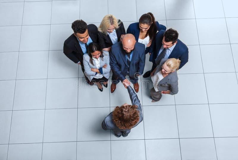 För Hand Shake Welcome för framstickande för grupp för affärsfolk sikt för bästa vinkel gest, Businesspeople Team Handshake royaltyfri bild