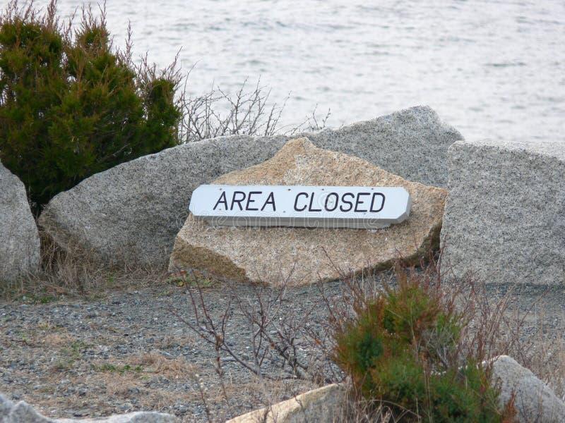 för havtecken för område stängd walkway arkivbild