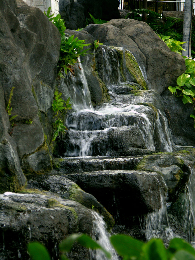 För Hiltonsemesterort För Strand Hawaiansk Vattenfall För By För Brunnsort Royaltyfri Fotografi