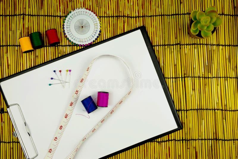 För hjälpmedelmode för lägenhet lekmanna- formgivare, funktionsdugligt utrymme för märkes- cra royaltyfria foton