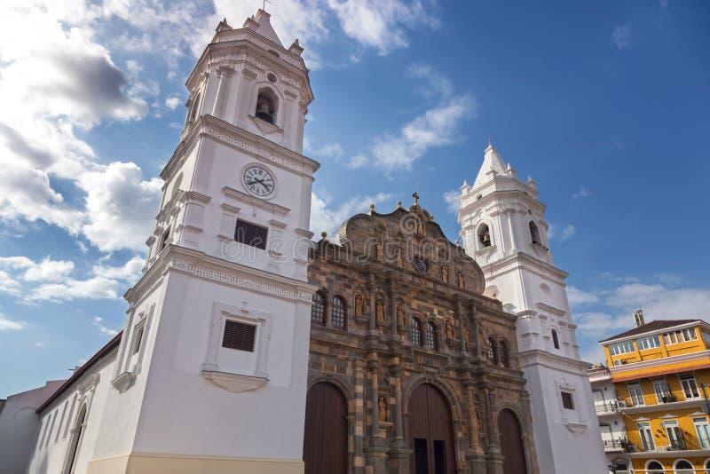 För hjärtadomkyrka för St Mary's sakral yttersida för byggande för kyrka för basilika i Casco Viejo den gamla staden Panama Cit arkivbild