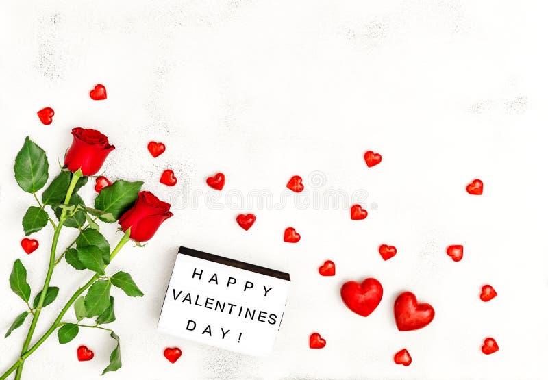 För hjärtagarnering för blommor steg den röda dagen för valentin royaltyfria foton