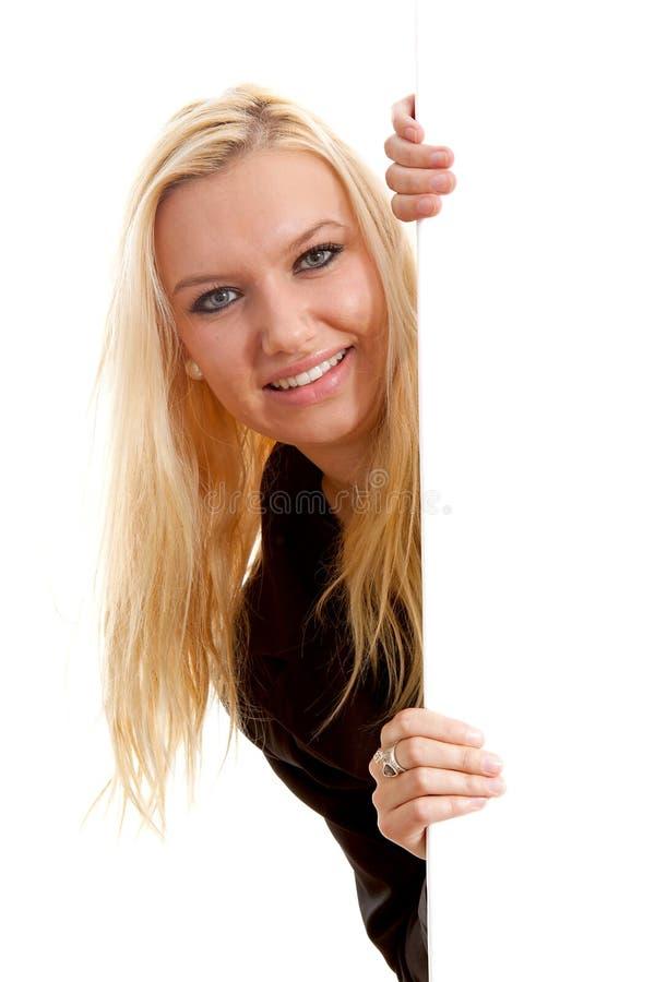 för holdingtext för blont bräde tomt barn för kvinna royaltyfri foto