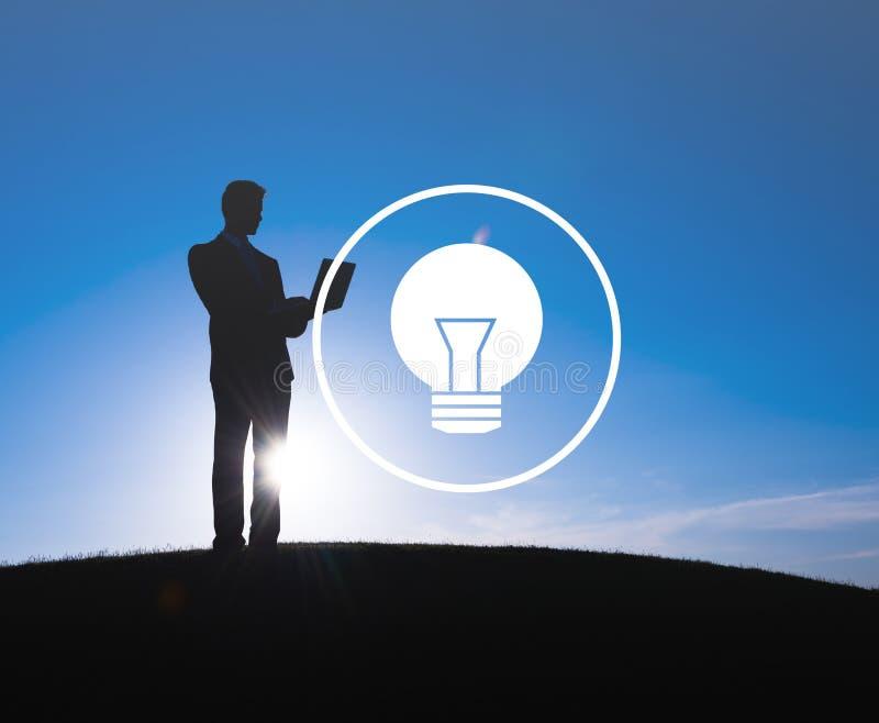 För idéinspiration för ljus kula begrepp för makt för innovation för vision royaltyfria bilder