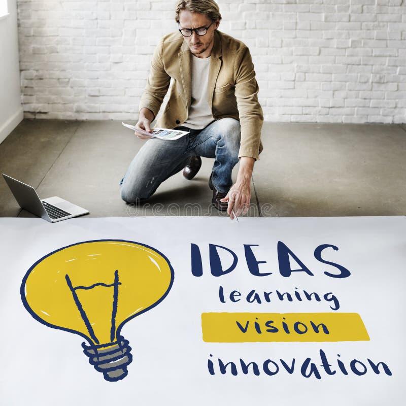 För idékreativitet för ljus kula begrepp för uppfinning för innovation arkivfoto