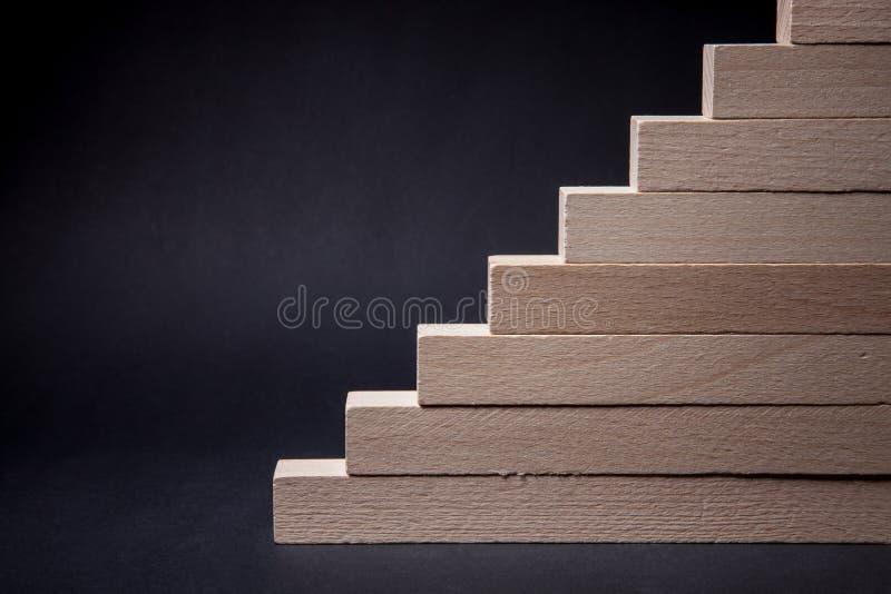 för illustrationtrappa för begrepp 3d träframgång royaltyfria foton