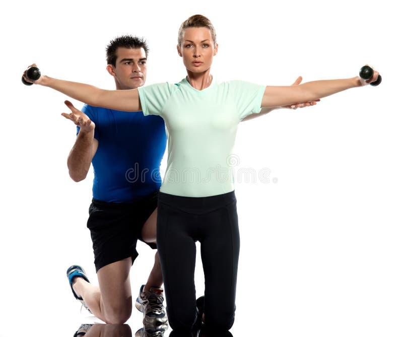 För instruktörpositionering för man aerobisk genomkörare för kvinna arkivfoton