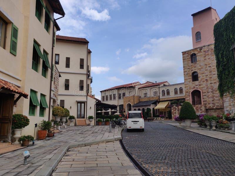 För Italien för fyrkant för Toscana dalstad garnering för byggnad stil, invånaresemesterort på Khao Yai, restaurang, shoppinggall fotografering för bildbyråer