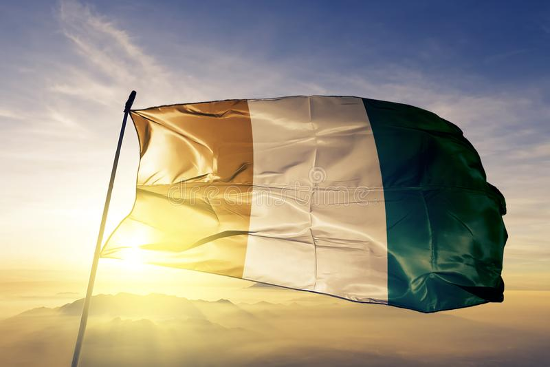 För `-Ivoire för skjul som D tyg för torkduk för textil nationsflagga vinkar på överkanten stock illustrationer