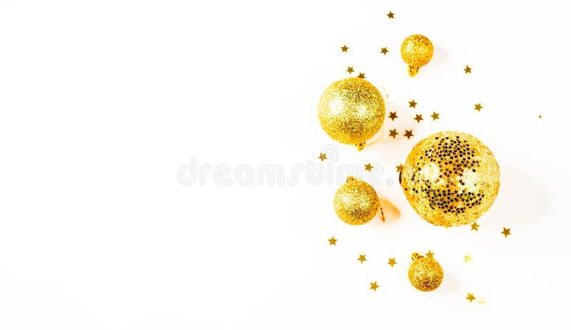 för julsammansättning för bauble blått exponeringsglas en modell av guld- julbollar och stjärnor från över Lekmanna- lägenhet, bä arkivbilder