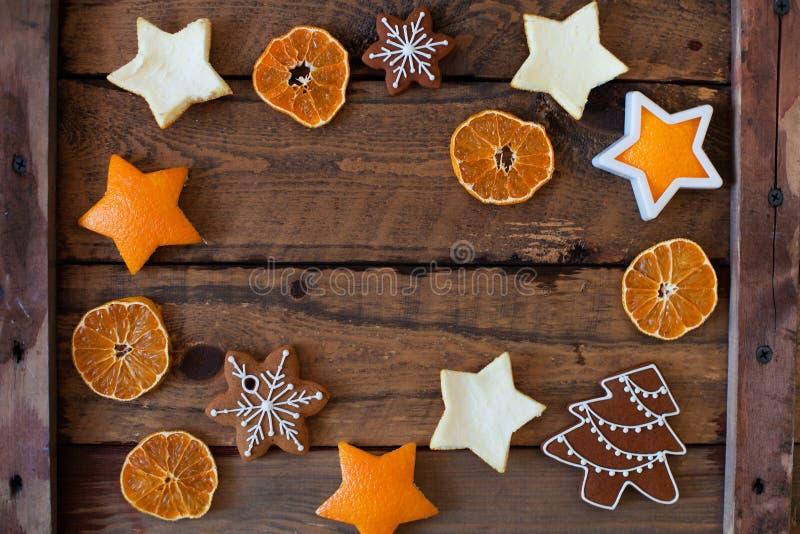 för julsammansättning för bauble blått exponeringsglas Xmas-kakor, tangerin, kanel, fest arkivbild