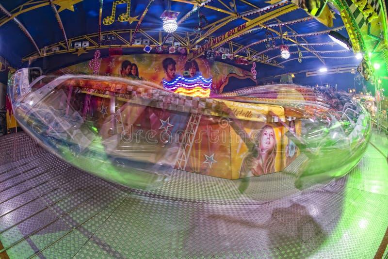 För karnevalLuna Park för rolig mässa bakgrund rörande ljus royaltyfria foton