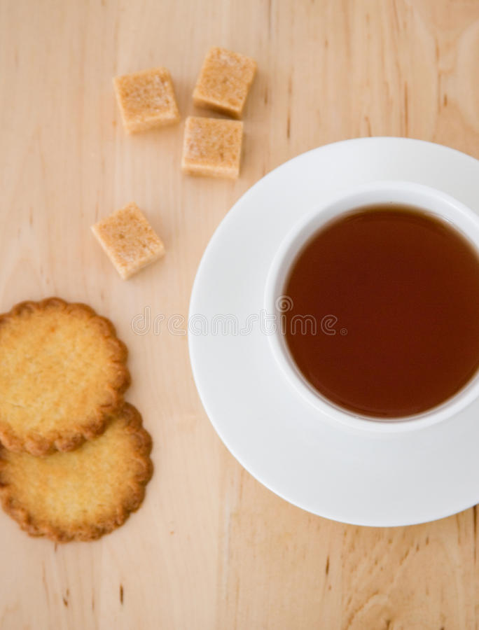 för koppsocker för kexar svart tea royaltyfri bild