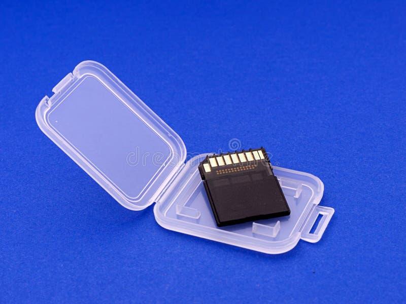 för korthållare för bakgrund blå sdhc arkivbild