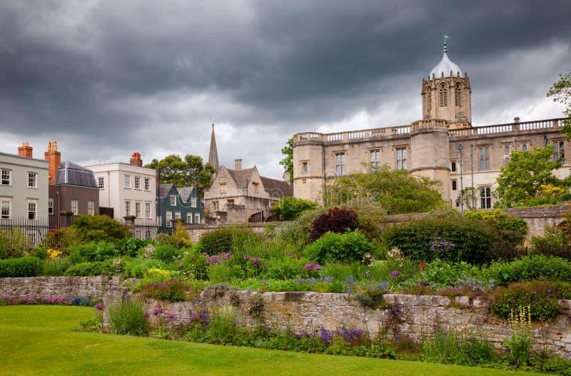 För krigminnesmärke för Kristus kyrkliga Oxford Oxfordshire för trädgård sydost fotografering för bildbyråer