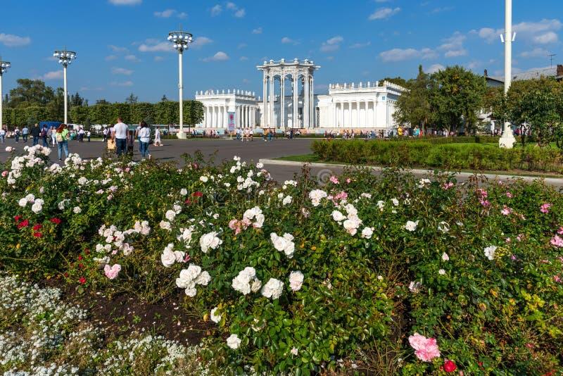 För `-kultur för paviljong 66 ` i VDNKh parkerar royaltyfri foto