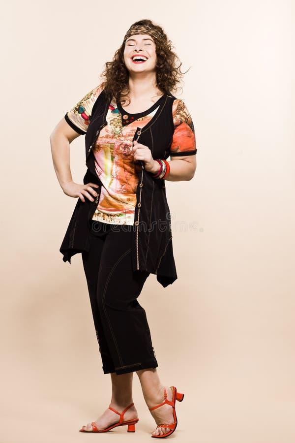 För kvinnafjäder för stort byggande caucasian mode för sommar fotografering för bildbyråer