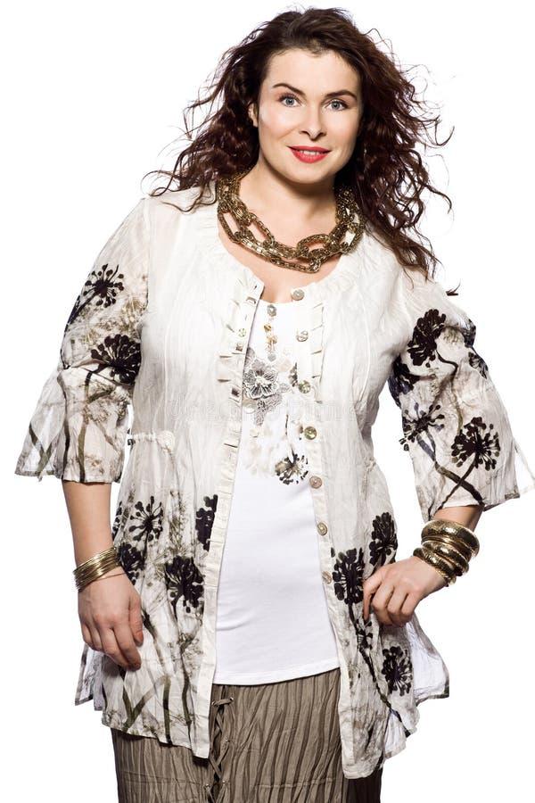 För kvinnafjäder för stort byggande caucasian mode för sommar arkivfoton