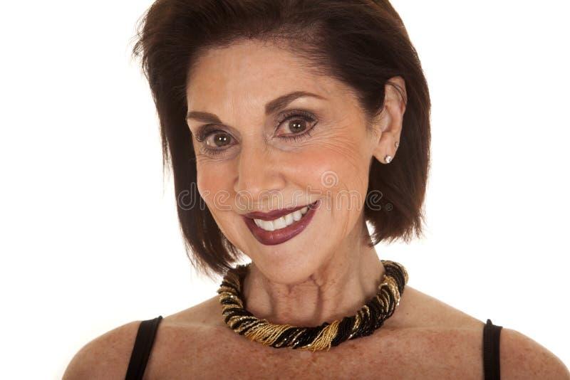 För läppstiftslut för kvinna mörkt leende för halsband royaltyfri foto