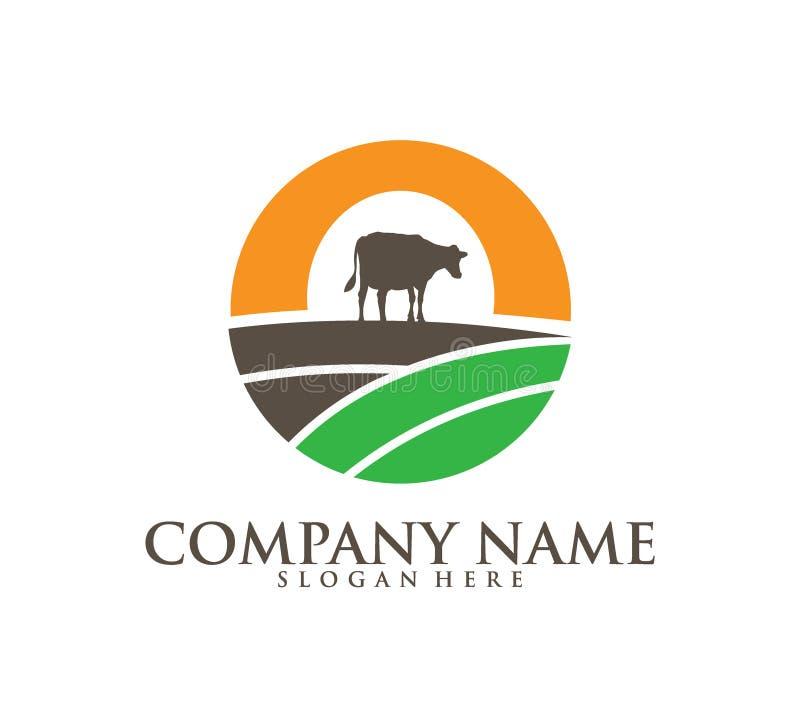 för lantgårdmejeriprodukt för ko åkerbruk design för logo för vektor för symbol, en ko på ett lantgårdland inom solen royaltyfri illustrationer