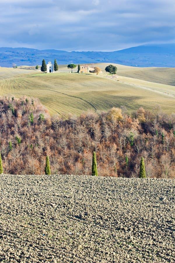 för liggandeorcia för D italy tuscan val vinter arkivbild